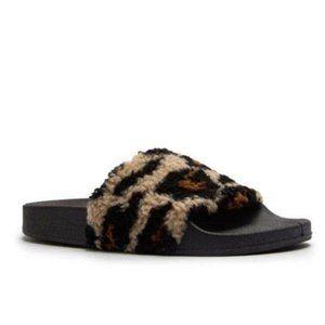 Comfy Leopard Faux Sherpa Slides